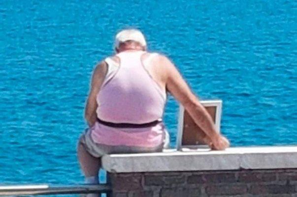 Տղամարդն ամեն օր մահացած կնոջ լուսանկարը տանում է ծովափ. հուզիչ պատմություն