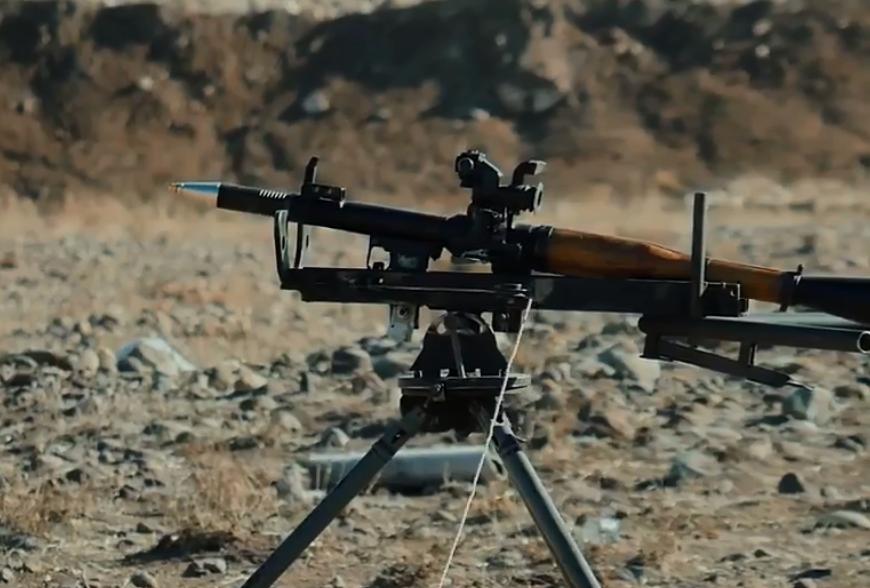 Հայկական արտադրության ձեռքի նռնականետի ՕԳ-7Վ մարտական կրակոցը ներկայացրել է Հակոբ Արշակյանը